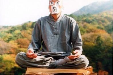 Kim Ki-duk v roli mnicha v Jaro, léto, podzim,...