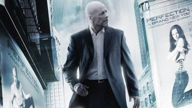 Ostřílený Bruce Willis vyráží vstříc boji se zločinem. Zdroj:scifiscoop.com