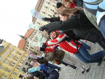 Do rytmu bubnů se na náměstí Svobody také tančilo. Foto: Magda Siroginová, Topzine.cz