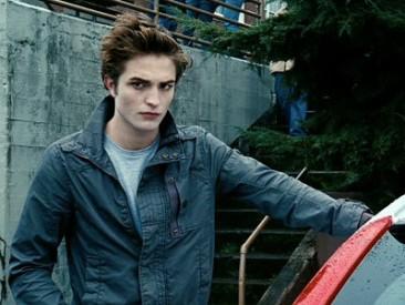 Robert Pattinson alias Edward Cullen láme srdce mladých divaček Zdroj: thehollywoodgossip.com