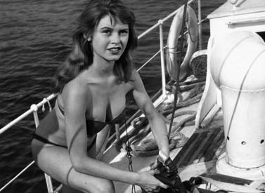 Bardot v jedné ze svých prvních rolí. Role Manini prosazovala bikini Zdroj:distributor filmu