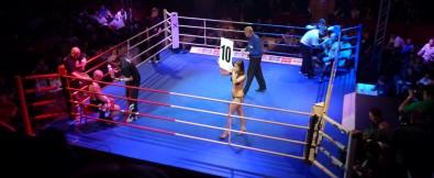 Galavecer profesionalniho boxu a K1 v Lucerně, před posledním kolem zápasu mezi Konečným a Attilou Foto: Ondřej Šuran