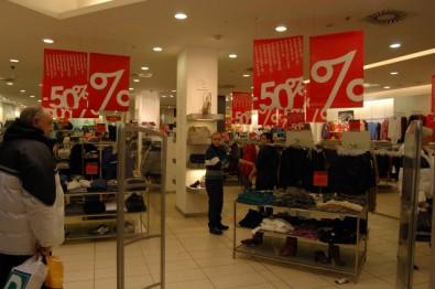 FOTO: Slevy a výprodeje v obchodě