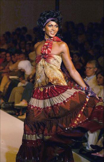 8d357dd9e0a6 Indická móda jako zdroj inspirace etno stylu. Zdroj  english.peopledaily.com