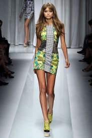 Versace z kolekce jaro/léto 2010, Zdroj: style.com