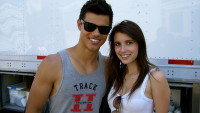 emma-roberts-and-taylor-lautner-on-valentines-day-set