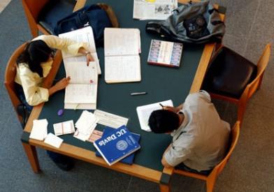 FOTO: Studenti píšící