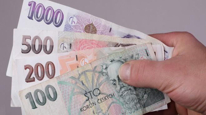 FOTO: České bankovky v Ruka Milan Horní 600x338.jpg