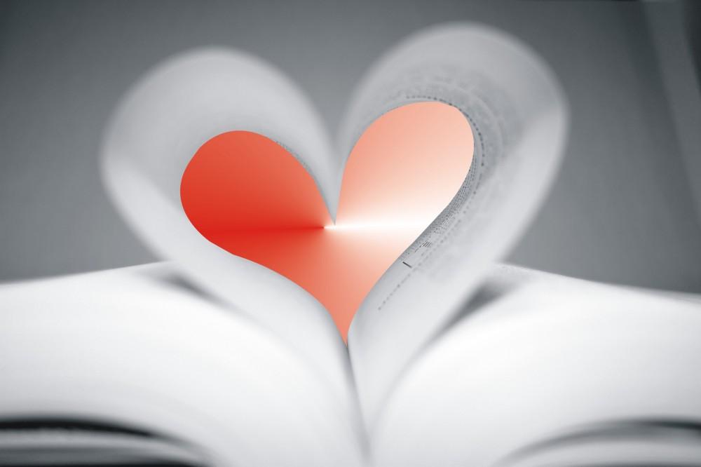 KOLÁŽ: Kniha, srdce