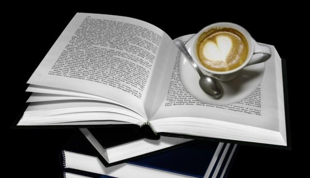 Koláž s knížkou a kafíčkem