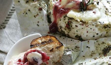 Připravit grilovaný sýr v alobalu zvládne opravdu každý.