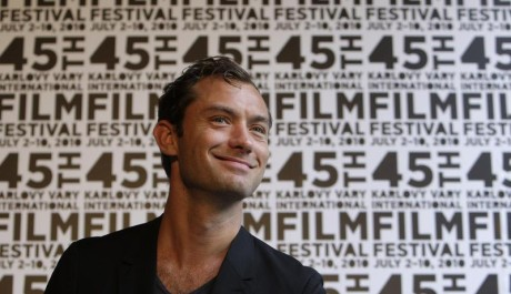 FOTO: Jude Law na karlovarském filmovém festivalu