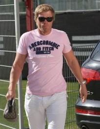 FOTO: Muž v růžovém tričku