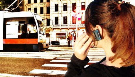 FOTO: Chytrý telefon koupí jízdenku či vyhledá jízdní řád