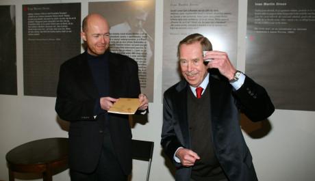 Václav Havel s ředitelem knihovny Martinem C. Putnou