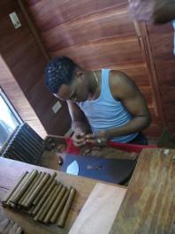 FOTO: výroba doutníků