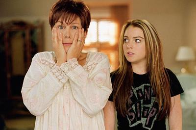 Lindsay Lohan a Jamie Lee Curtis ve filmu Mezi námi děvčaty
