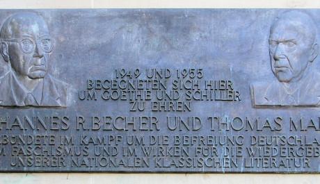 FOTO: Pamětní deska J. R. Bechera a Thomas Manna v německém Výmaru