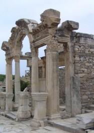 FOTO: Hadriánův chrám v Efesu