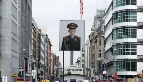 FOTO: Checkpoint Charlie