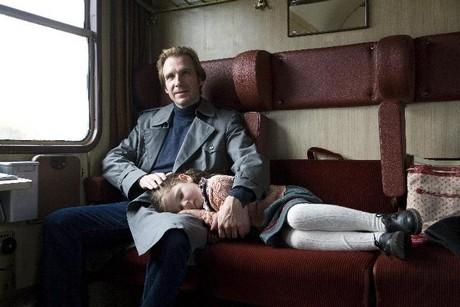 FOTO: Ralph Fiennes ve filmu Předčítač