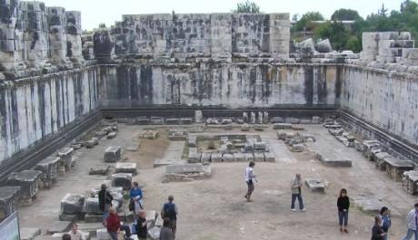 FOTO: Vnitřek Apollónova chrámu s věštírnou