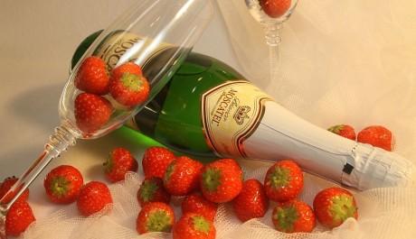 Foto: Lahev a sklenice na šumivé víno
