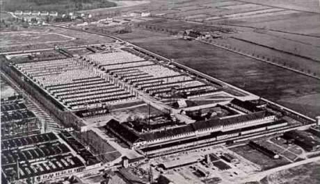 FOTO: Pohled na část arealu KL Dachau z roku 1942