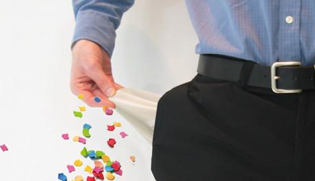 OBR: Muž bez peněz s konfety