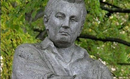 FOTO: Pomník Jaroslava Haška v Lipnici nad Sázavou