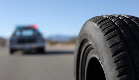 Foto: Černá guma číhá na svou oběť