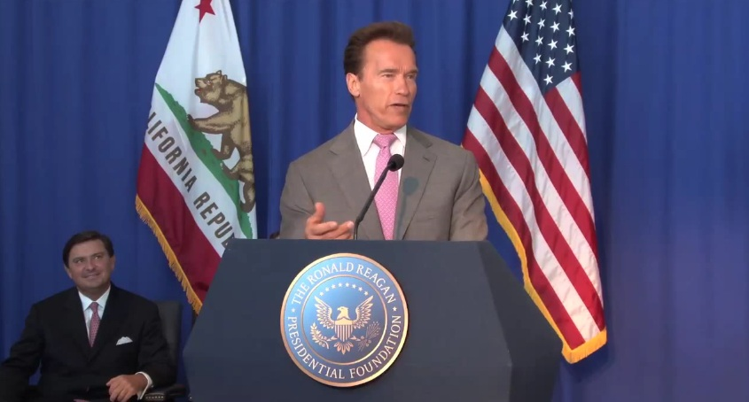 Arnold Schwarzenegger při projevu, Zdroj: youtube.com