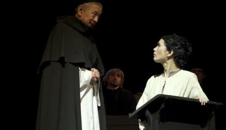 FOTO: Petr Kostka jako inkvizitor a Tereza Kostková jako Jana