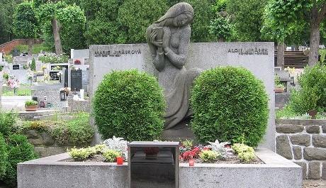 FOTO: Jiráskův hrob