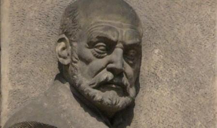 FOTO: Reliéf Aloise Jiráska v Olomouci