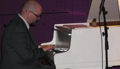 FOTO Ethan Iverson v Jazzdocku