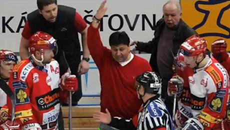 FOTO: Vladimír Růžička diskutuje s rozhodčím