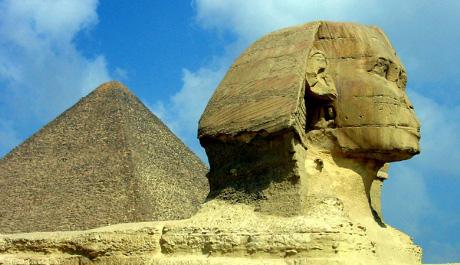 FOTO: Sfinga střeží Cheopsovu pyramidu
