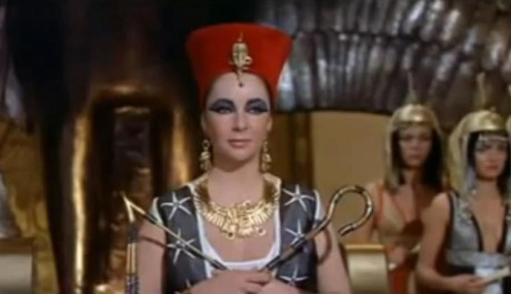 FOTO: Elizabeth Taylor ve filmu Kleopatra (1963).