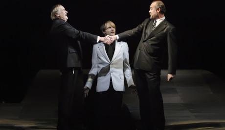 FOTO: Shylock půjčuje peníze kupci Antoniovi