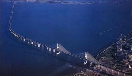 FOTO: most Ponte Vasco da Gama