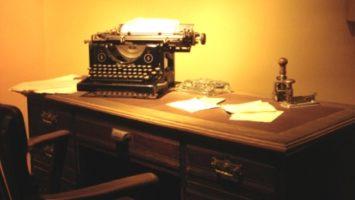 Na takovém psacím stroji si Bandini chtěl splnit svůj americký sen
