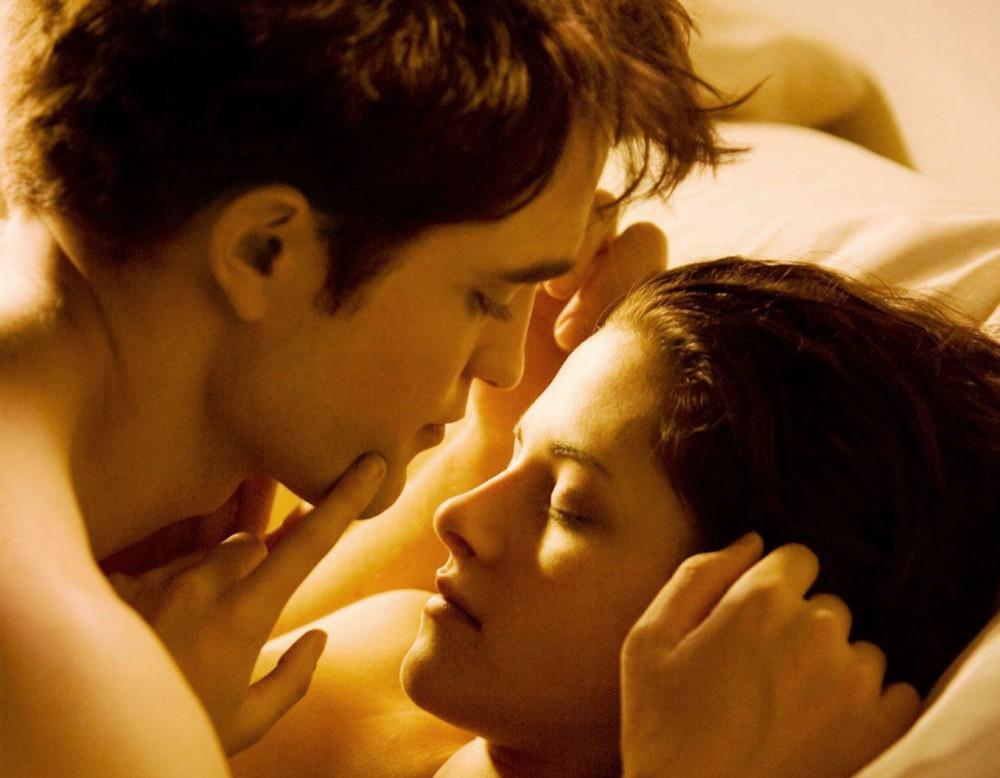 Kristen Stewart a Robert Pattinson ve čtvrtém pokračování Stmívání
