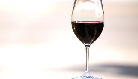 FOTO: Sklenka červeného vína