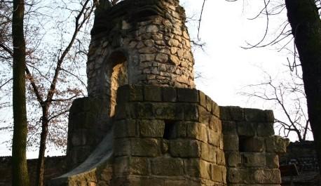 FOTO: Kočičí hrad v zámeckém parku Dolní Počernice