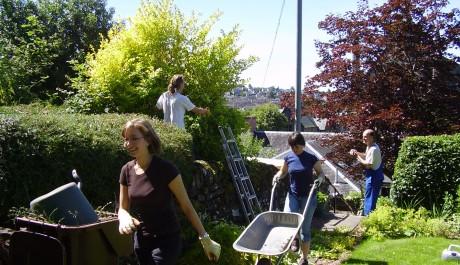 FOTO: Mládež renovuje park