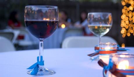 FOTO: Sklenky vína - červené a bílé