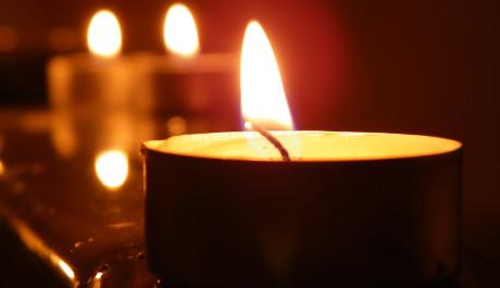 Foto: hořící svíčka
