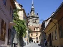 FOTO: ulice ve městě Sighisoara v Rumunsku