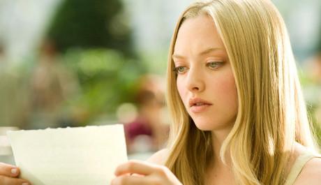 FOTO: Amanda čtoucí Dopisy pro Julii Kapuletovou